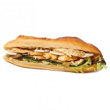 Sandwich L'Artiste Ingrédients :Poulet, légumes mariné, chèvre, salade. 3 sortes de pains disponibles :baguette,aux graine...