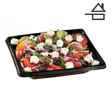 Salade Panier des cyclades Ingrédients :Dès de brebis, concombre, oignons rouge, olives noires, salade iceberg, tomates.
