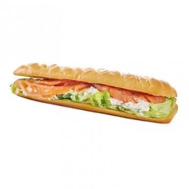 Sandwich Le Norvégien Ingrédients :Saumon fumé mariné au jus de citron, ricotta, sauce fromage blanc - ciboulette, salade. 3...
